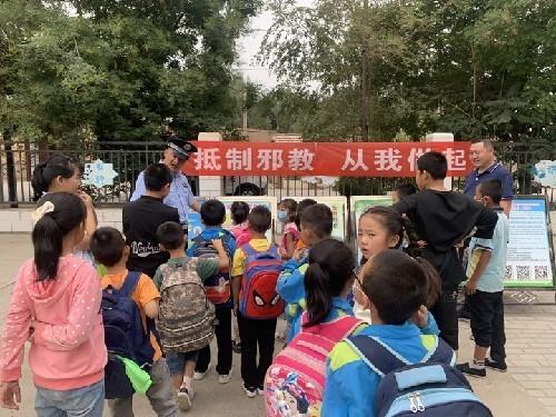 高台县巷道镇四个注重扎实开展反邪教宣传月活动
