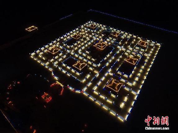 """365盏明灯点亮千年""""九曲黄河灯阵"""""""